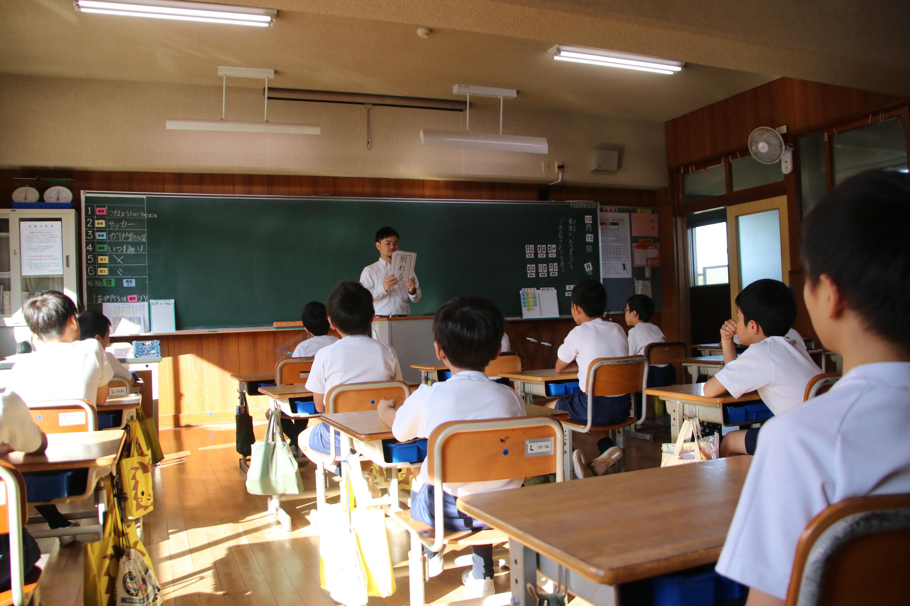 5月28日(火)「精道さるく」(保護者ガイドが校内をご案内)
