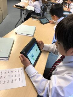 1年生もデジタル英語教材Raz Plus Reading スタート